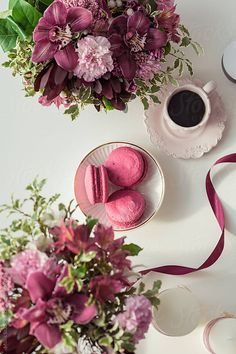 Beautiful workplace with flowers bouquets, coffee cup, ribbon and macaroons Coffee And Books, I Love Coffee, My Coffee, Sweet Coffee, Good Morning Coffee, Coffee Break, Sunday Coffee, Brown Coffee, Flower Tea