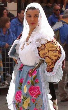 Sardinian Folk Costumes - Costumi Sardi: Sennori / Sennaru