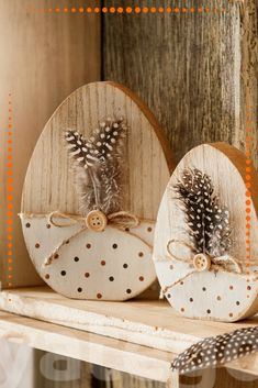 "Easter eggs made of wood ""feather"" - in country style Wood Slice Crafts, Wooden Crafts, Bunny Crafts, Easter Crafts, Wood Feather, Disney Diy Crafts, Pallet Wall Art, Hoppy Easter, Easter Eggs"