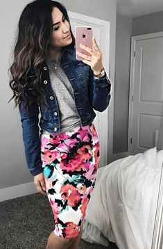 Kleider Röcke Classy Fashionista Spring Floral Pencil Skirt Why casinos need 24 hou Skirt Outfits Modest, Pencil Skirt Outfits, Floral Pencil Skirt, Pencil Skirts, Modest Dresses, Dress Skirt, Dress Outfits, Pencil Dresses, Bridesmaid Dresses