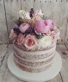 Featured Wedding Cake: The Cocoa Cakery #WeddingCakes