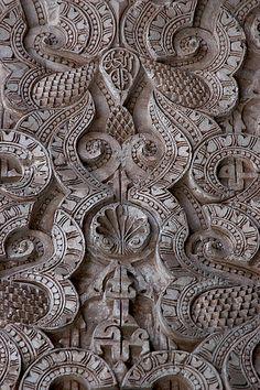 Van een verfijnde structuur tot een grove structuur. De patronen vullen elkaar aan, samen een geheel, maar apart zijn ze uniek.