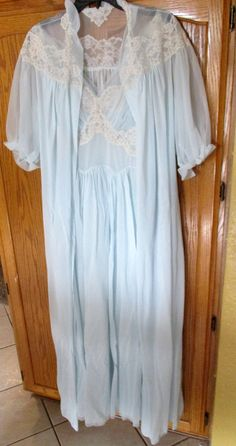 Vanity Fair Baby Pale Blue Chiffon Peignoir Negligee Set Gown Robe Lace  Nightgown Nightie Lingerie 695046bfd