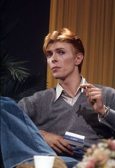 David Bowie Fashion, David Bowie Pictures, Ron Woods, The Thin White Duke, Major Tom, Ziggy Stardust, David Jones, Playing Guitar, Musical