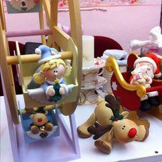 Lleva a casa un regalo único. Christmas Clay, Christmas And New Year, Winter Christmas, Christmas Crafts, Polymer Clay Figures, Polymer Clay Creations, Clay Crafts, Diy And Crafts, Biscuit