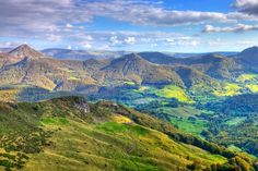 A la découverte des volcans d'Auvergne : 15 idées de séjours en Auvergne et dans le Puy de Dôme - Linternaute Holiday Destinations, Travel Destinations, Lyon, Limousin, France Travel, Landscape Photos, Holiday Travel, Belle Photo, Where To Go