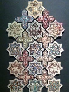 les arts de l'islam au louvre, etoiles et croix de revêtement céramique, décor de lustre métallique, iran, 665 h. Tile Patterns, Pattern Art, Textures Patterns, Art Nouveau, Islamic Tiles, Islamic Art Pattern, Arabic Art, Tile Art, Geometric Art