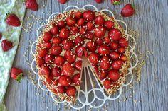 Köstlicher Erdbeerkuchen von MainBacken. Dieser Erdbeerboden hat eine hauchdünne Schicht Pudding, geht schnell und einfach und ist überragend!