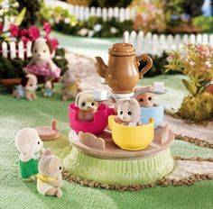 Calico critters. Just like Sylvanians from my childhood. I would have LOVED these as a little kid!
