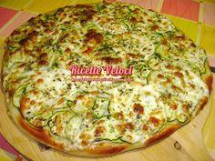 Pizza with zucchini and mozzarella | Pizza con zucchine novelle e mozzarella di bufala campana | Ricette Veloci di Tania
