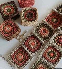 Autumn themed Granny Squares - Diy And Craft Could use some of my plum coloured yarnHow to Crochet Flower, Make a Granny Square and Join Them Crochet Blocks, Granny Square Crochet Pattern, Crochet Squares, Crochet Granny, Crochet Blanket Patterns, Crochet Motif, Crochet Designs, Crochet Flowers, Free Crochet