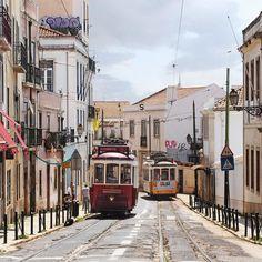 Im CAFÉ DO ELECTRICO in der Rue do Salvador 39 ist der Kaffee ein Traum und die Natas der absolute Wahnsinn... #lissabon #lisboa #portugal #cafe #traffic #tram #linie28 www.porip.de