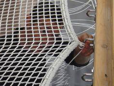 Pendant plusieurs week-end, Stef a fait les bandes à joints des placoplatres, le ponçage de celles-ci. Encore une dure étape ces bandes à joints, heureusement se sont les dernières avant de mettre les spatules au grenier ! Puis c'est au tour de la peinture...