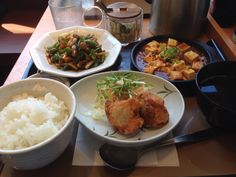 青椒肉絲定食( ̄(エ) ̄)v でも、麻婆豆腐と唐揚げが付いてるのと、バランス的に、中華定食でええんでないかい?