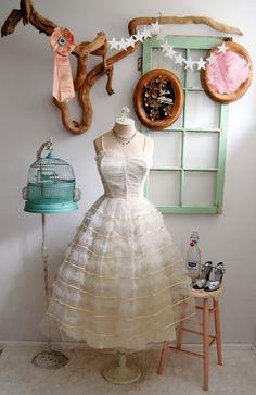 Vintage wedding dress... I really like the birdcage too though...