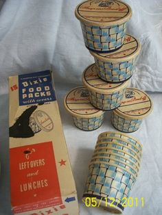 vintage paper cups DIXIE CUPS Original Packing 12 containers in pack with lids Original Vintage package w lids.