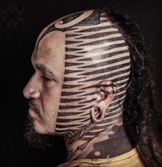 Scalp is one of the most painful places to get a tattoo, and a very tricky challenge for tattoo artists as it's a round surface. Hard Tattoos, Dot Tattoos, Arrow Tattoos, Black Tattoos, Body Art Tattoos, Geometric Tattoos, Scalp Tattoo, I Tattoo, Kopf Tattoo