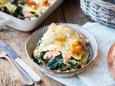 Spinat-Lachs-Lasagne mit Bechamelsauce und Parmesan