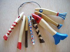 Recycler des vieux pinceaux pour en faire des poissons en bois pour les enfants !