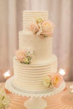 Cool 60+ Simple and Elegant Wedding Cake Ideas https://weddmagz.com/60-simple-and-elegant-wedding-cake-ideas/