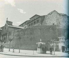 León, fotos antiguas, muralla del arco de la cárcel Spain, Painting, Education, Arch, Lion Pictures, Antique Photos, Countries, Pretty, Cities