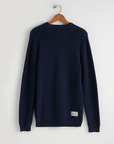 Old Harry jumpers a designed with those cool evenings in mind. Made from 100% cotton, they're lightweight and perfect to throw on after a hard day on the water.