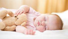 BEBEK YATAĞI NASIL OLMALIDIR? Yenidoğan bebekler uyutulurken ve yatırılırken dikkat edilmesi gereken bazı önemli hususlar vardır. Yenidoğan bebeklerin hareket kabiliyeti henüz gelişmediği için uyutulurken ve yatırırken çevresinde rahatsız edici bir eşya veya yüzünü kapatacak şekilde yastık vb. malzemelere dikkat edilmelidir.   #bebeklernasılyatırılmalı #bebeklerdeyastıkkullanımı #bebekleriyüzüstüyatırmak #yenidoğanyatışpozisyonu
