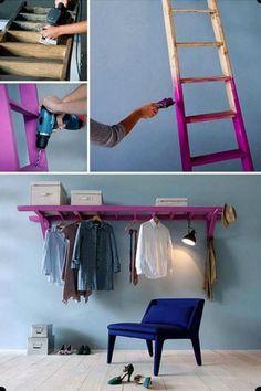 armario con ropa y escalera