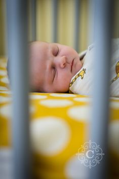 Minneapolis Newborn Photography | Carina Photographics #newbornphoto #newbornphotography #minneapolisnewbornphotography #minneapolisnewbornphotographer #lifestylenewbornphotography #lifestylenewbornphotographer #lifestylenewbornsession