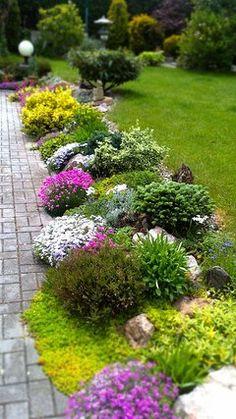 Rozkvetlá zahrada v květnu...