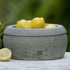Campania International, Inc Garden Terrace Round Pot Planter Finish: English Moss
