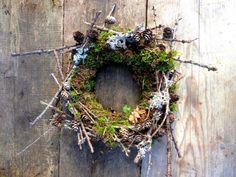 Moss, lichen and twig wreath - Mooskranz Farmhouse Christmas Decor, Christmas Crafts, Christmas Decorations, Theme Noel, Yule, Autumn Garden, How To Make Wreaths, Holiday Wreaths, Grapevine Wreath