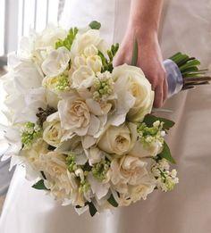 Γιατί η νύφη χρειάζεται 2 ανθοδέσμες;
