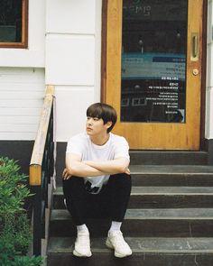 오늘도 더운데, 이 날도 더웠어. #빅톤 #VICTON #최병찬 #병찬 #ByungChan #망원동 #망리단길 K Pop, 2016 Songs, Jeon Somi, Asia, Fine Men, Dimples, Jinyoung, Boyfriend Material, In This World