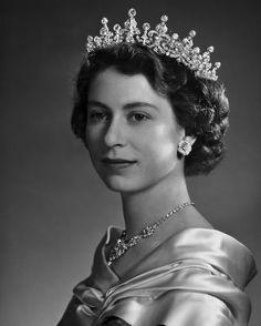 Pictures Of Queen Elizabeth, Queen Pictures, Princess Elizabeth, Queen Elizabeth Ii, Family World, Best Kisses, House Of Windsor, Helen Mirren, Save The Queen
