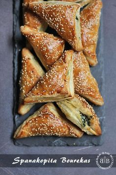 Spanakopita Bourekas filled with spinach and feta cheese! Jewish Recipes, Greek Recipes, Armenian Recipes, Kosher Recipes, Cooking Recipes, Greek Pastries, Puff Pastries, Spinach And Feta, Spinach Pie