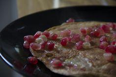 Lekker en eenvoudig voor ontbijt of lunch! De granaatappelpitjes, het zal een fase zijn, maar momenteel doe ik ze bijna overal bij, lekker fris en zoet! Het receptje is volgens mij redelijk gezond ...