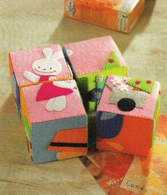 puzzle blocks made with felt - start with cardboard or wooden block base, sew design on felt than sew or glue on block/mdb Frog Crafts, Baby Crafts, Sewing For Kids, Diy For Kids, Felt Kids, Felt Books, Quiet Books, Fabric Toys, Sewing Toys