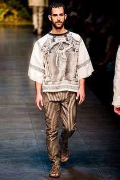 Pasarela: Un tributo a Zeus... @Dolce & Gabbana regresa a la antigua Grecia en SS14 #MFW #Menswear // http://www.vogue.mx/desfiles/primavera-verano-2014-milan-dolce-gabbana-menswear/7050