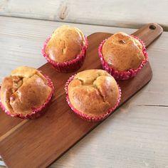 Imens det regner og blæser udenfor er mig og mine børn blevet enige om at bage kage. Kagen er så egentlig muffins uden sukker. De er dejlig svampede og smager meget af banan og har en tydelig eftersmag af peanutbutter. Ønsker du en sødere udgave så tilsæt eventuelt sukker.  Scroll for....