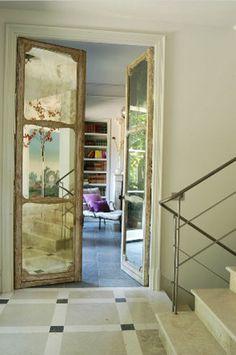 Antique mirror doors, nice contrast modern space antique doors, love it Flur Design, Antique Doors, Vintage Doors, Mirror Door, Arch Mirror, Mirror Ideas, Decoration Design, Architecture Details, House Architecture