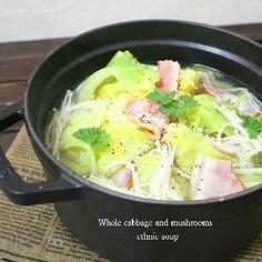 忙しい方にオススメ♪丸ごとキャベツとエノキダケのエスニックスープ by kitten遊びさん | レシピブログ - 料理ブログのレシピ満載! 材料を鍋に入れてコトコト10分煮るだけで作れる楽ちんスープ!!春キャベツが美味しい季節にオススメです♪