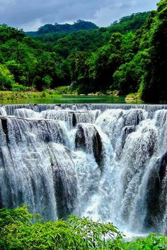 Shifen Waterfall, Taiwan LO BELLO DE NUESTRO PLANETA.