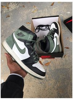 Dr Shoes, Shoes Ads, Tennis Shoes Outfit, Nike Air Shoes, Hype Shoes, Nike Free Shoes, Shoes Jordans, Shoes Sneakers, Nike Air Jordans