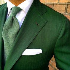 Men's Fashion Inspiration - perfekt, Einstecktuch und Krawatte immer im anderen…