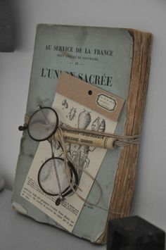 43 inspirations pour savoir quoi faire avec de vieux livres HOME & GARDEN: 43 inspirations to know what to do with old books Old Books, Vintage Books, Paperback Books, Vintage Library, Antique Books, Altered Books, Altered Art, Deco Harry Potter, Old Book Crafts