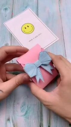 Cool Paper Crafts, Paper Crafts Origami, Diy Crafts For Gifts, Diy Home Crafts, Creative Crafts, Fun Crafts, Crafts For Kids, Diy Paper, Kawaii Crafts