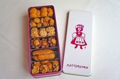 MATTERHORN 缶入りクッキー Bakery Packaging, Cookie Packaging, Packaging Design, Cookie Box, Cookie Gifts, Candy Cane Cookies, Candy Canes, Christmas Treats, Christmas Parties