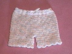 Momma Wear: How about that, Pretty Little Girl Shorts! free crochet pattern
