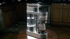 Mit Auroma arbeitet ein Kickstarter-Projekt an einer smarten Kaffeemaschine, die es euch erlaubt, sämtliche relevanten Parameter in einer Smartphone-App einzustellen. So sollt ihr immer den perfekten Kaffee kochen können.